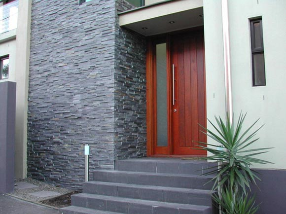 Wall In Black Stone slabs