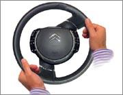 Fixed-Hub Steering Wheel with Optimized Airbag