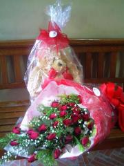 3 dozen roses with bear