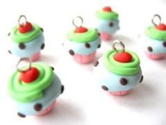 4 Mini Cupcakes Charms Code 2LHS-01 - Green