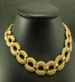 A necklace of gold  12593